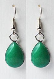 Oorbellen Jade groen druppel 18x13mm