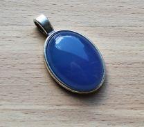Hanger zachtblauwe, effen Agaat . Lengte 35mm.