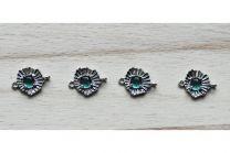 Tussenzetsel DQ Aquamarijn groen glazen steentje op zilverkleurige setting met 2 oogjes