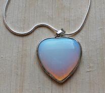 Ketting met Opaliet hartje hanger 36mm aan verzilverde ketting