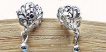 Oorstekers met bloem, sterling zilver