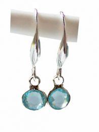 Oorbellen silverplated met blauw glaskraaltje