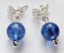 Oorbellen blauwe opaal met sterling zilveren bloem oorsteker